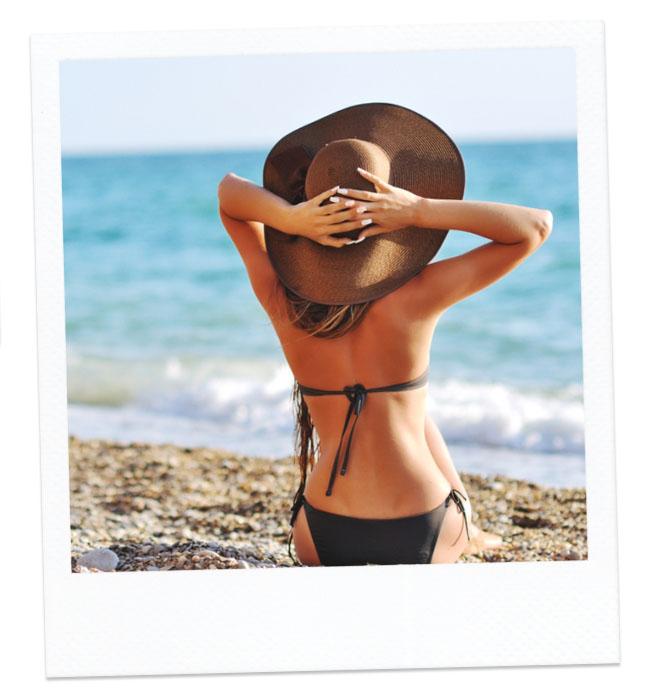 Flacher Bauch im Bikini